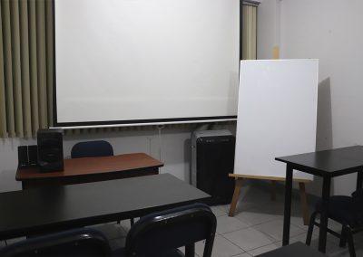 Sala 2, écran, pizarra, sistema de sonido