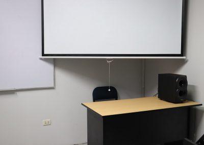 Sala 3, equipo de sonido y proyector
